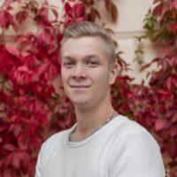 Eerik Peltomäki toimii siivouspalvelu ja kotisiivous asiakashankinnassa.