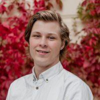 Joona Tuomivaara toimii siivouspalveluiden asiakashankinnassa.
